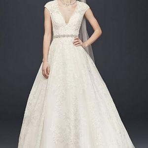 Tulle Oleg Cassini V-Neck Cap Sleeve Wedding Dress